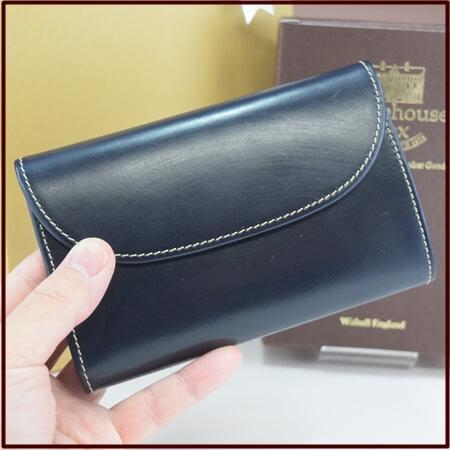 S7660 三つ折り財布の手持ち写真